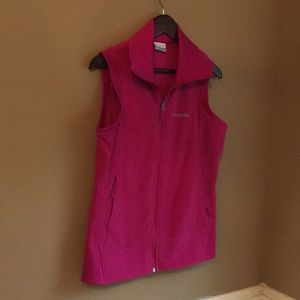 Women's Med fleece Columbia vest. Never worn pink